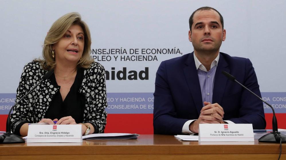 Engracia Hidalgo (consejera de Economía) e Ignacio Aguado (Cs). (Foto. Comunidad)