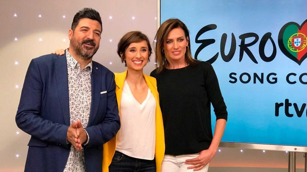 Tony Aguilar, Julia Varela y Lara álvarez rumbo a 'Eurovisión 2018'. (Foto: RTVE)