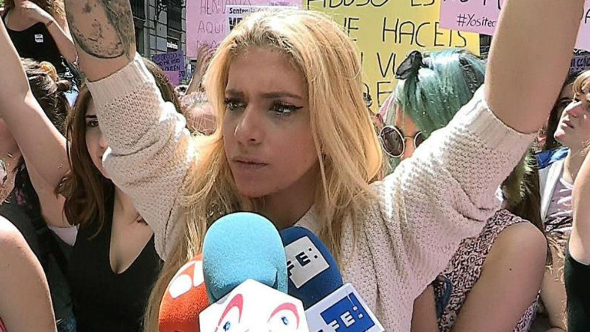 Valeria Quer en la manifestación contra la sentencia a 'La Manada' (EFE).