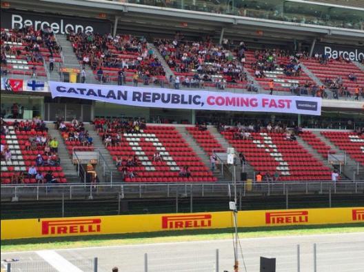 Pancarta separatista en el circuito de Montmeló (Barcelona)