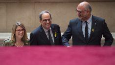 Elsa Artadi, Quim Torra y Eduard Pujol en el Parlament de Cataluña. (Foto: AFP)