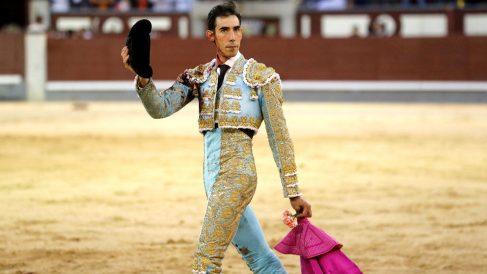 Jiménez Fortes saluda al público, este viernes en la feria de San Isidro (Foto: Efe).