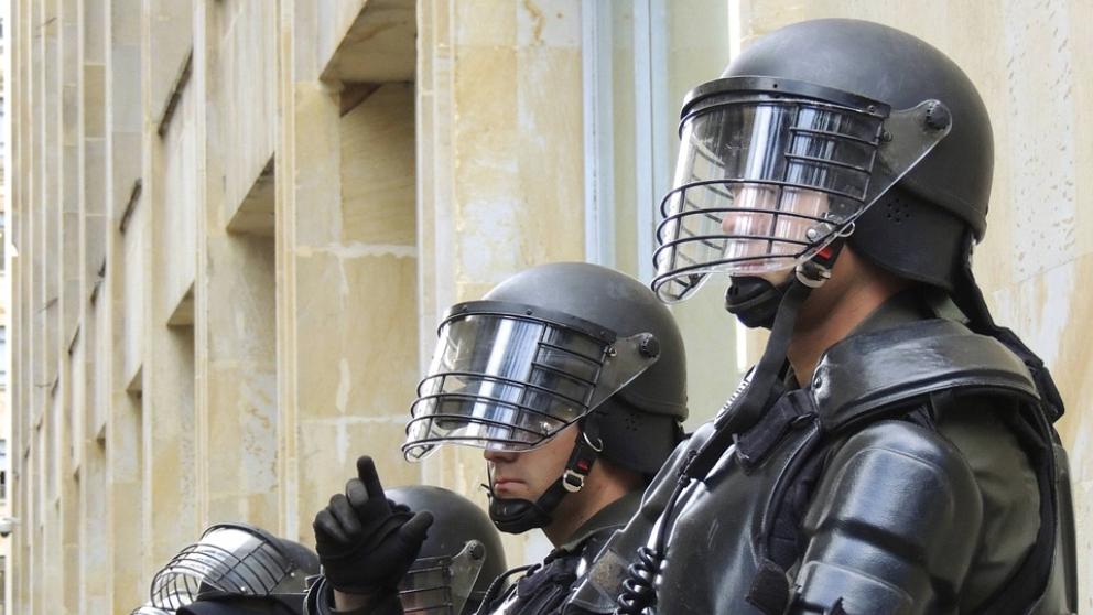 El kevlar se usa en los chalecos antibalas de la policía