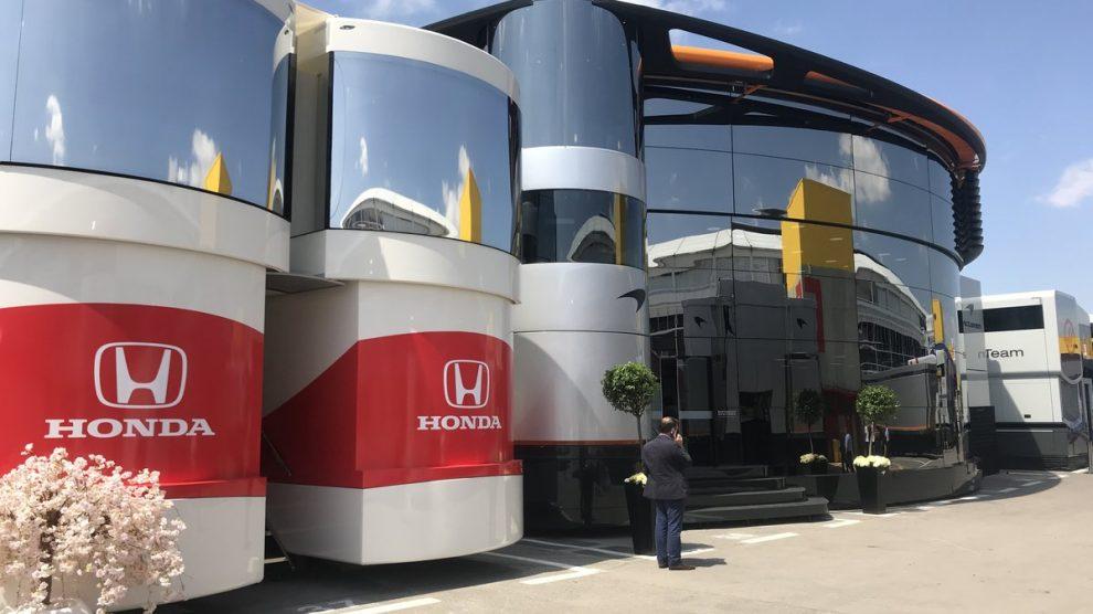 McLaren y Honda coinciden en el paddock del GP de España