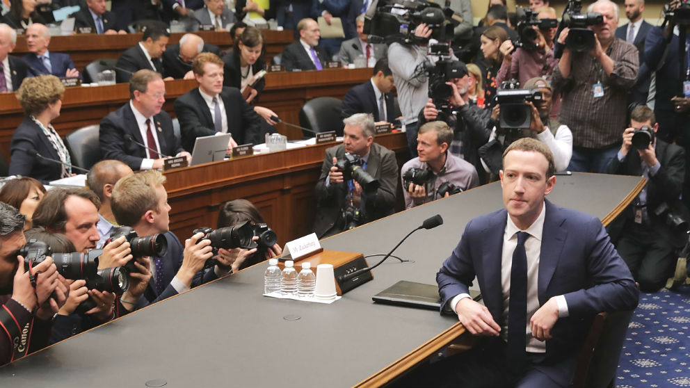 El presidente de Facebook, Mark Zuckerberg, durante su declaración en el Congreso de EEUU (Foto. GETTY).