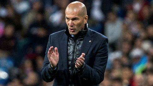 Zidane aplaude a sus jugadores durante el Real Madrid-Celta. (EFE)
