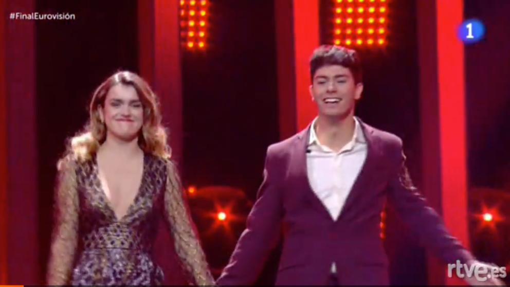Amaia y Alfred en su entrada a 'Eurovisión 2018'. (Foto: RTVE)