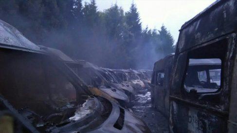 30 ambulancias calcinadas en un incendio en Arrigorriaga. (Foto: @BomberosBizkaia)