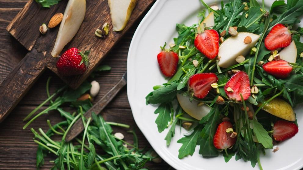 Receta de ensalada de rúcula y fresas