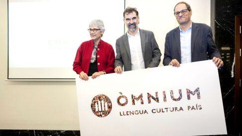 Quim Torra junto a su sucesor al frente de Òmnium Cultural, Jordi Cuixart (hoy en prisión).
