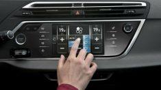 Que el aire acondicionado del coche funcione correctamente es también una misión nuestra, ya que podemos tener diversas precauciones para que no se produzcan problemas.