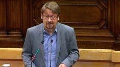 El líder de Catalunya en Comú-Podem, Xavier Domènech, desde el estrado en el Parlament
