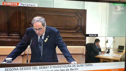Imagen de TV3 en directo desde el Parlament y desd el despacho de Carles Puigdemont