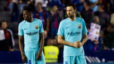Yerry Mina y Busquets se lamentan tras encajar un gol (Getty).