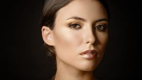 Guía de pasos para saber cómo aplicar maquillaje metálico