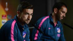 Gabi y Godín analizan la final de la Europa League. (AFP)