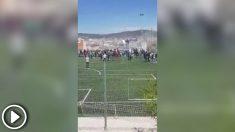 Once heridos leves al caer una grada de un campo de fútbol durante una entrevista de Risto Mejide a Iniesta