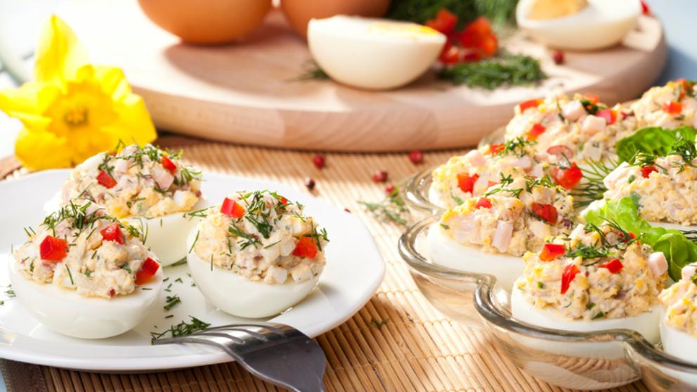 Receta de huevos rellenos de pimientos del piquillo y anchoas
