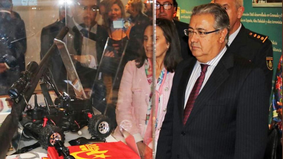 Juan Ignacio Zoido visitando la exposición 'La victoria de la libertad: la Policía Nacional contra el Terrorismo'.