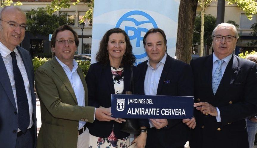 El PP en una inauguración extra oficial de los Jardines Almirante Cervera.