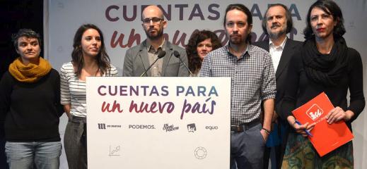 Fernán Vello, segundo por la izquierda es el portavoz de En Marea en el Congreso