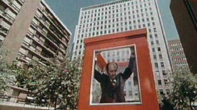 Recogen firmas para que Carmena coloque una cabina telefónica en honor a Mercero