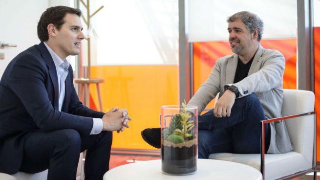 El líder de Ciudadanos, Albert Rivera, y el secretario general de CCOO, Unai Sordo, en la sede del partido naranja.