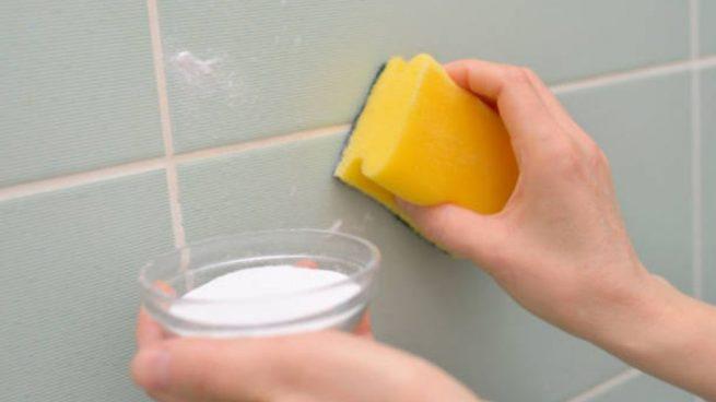 beneficios del agua con limon y sal