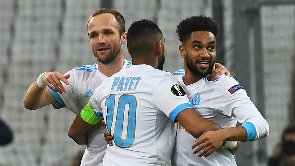 Germain, Payet y Amavi celebran un gol del Marsella.   Alineación oficial del Marsella. (AFP)