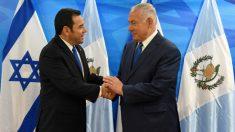 Jimmy Morales, presidente de Guatemala, y Benjamin Netanyahu, dirigente de Israel. Foto: AFP