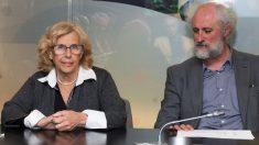 La alcaldesa Manuela Carmena y su mano derecha Luis Cueto. (Foto. Madrid)