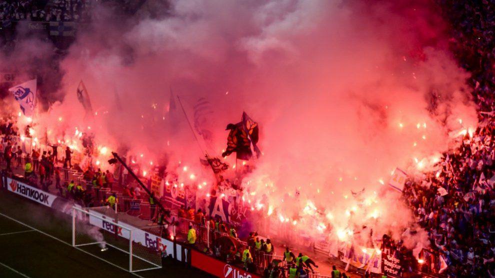 Los aficionados del Olympique de Marsella, antes del inicio de la final de la Europa League. (AFP)