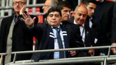 Diego Armando Maradona, en la grada durante un partido. (Getty)