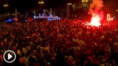 Miles de aficionados del Atlético de Madrid acudieron a Neptuno a celebrar la Europa League. (EFE)