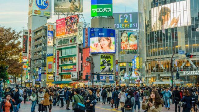 Auto arrolla a una multitud en Tokio que celebraba el Año Nuevo