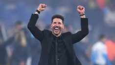 Simeone celebra la Europa League sobre el césped del Stade de Lyon. (Getty)
