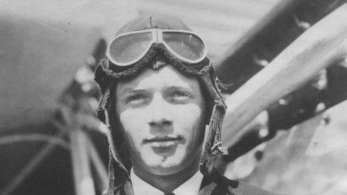 El 20 de mayo de 1927 Charles Lindbergh,  inicia su vuelo de Nueva York a Paris