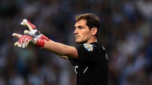 Casillas, durante un partido con el Porto. (A