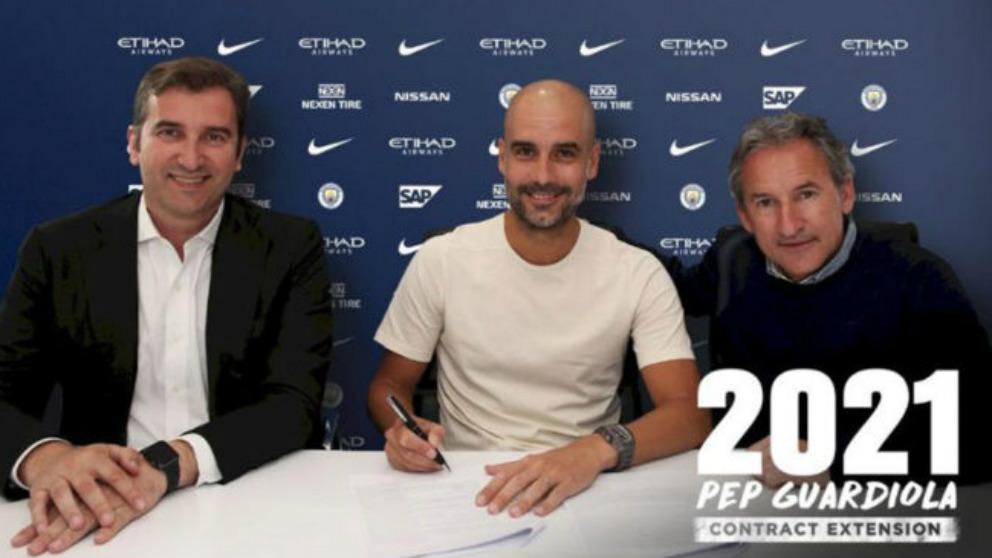 Pep Guardiola firma su renovación con el City hasta 2012. (@ManCityES)