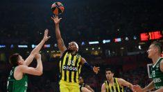 Ali tumbó al Zalgiris con sus penetraciones a canasta. (AFP)