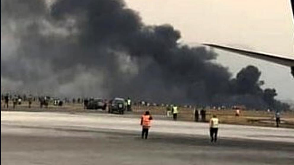 Columna de humo procedente del avión Boeing-737 de Cubana de Aviación estrellado en el aeropuerto José Martí en La Habana (Cuba).