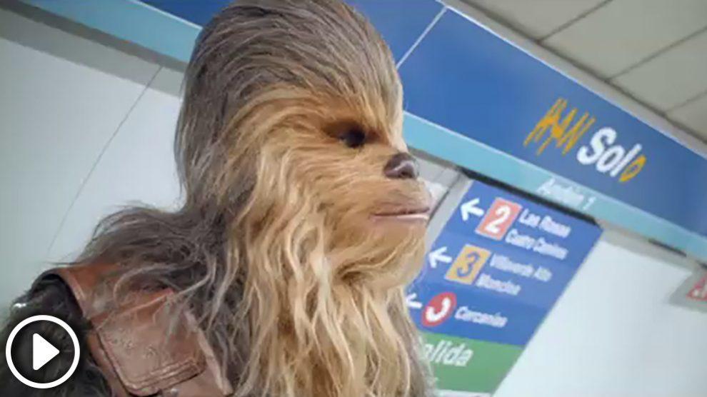 Chewbacca en Metro de Madrid.