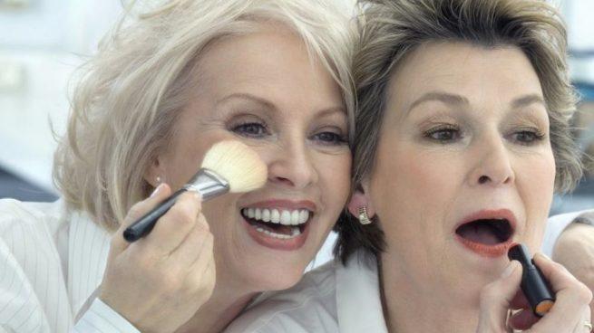 como maquillar los ojos una mujer de 50 años
