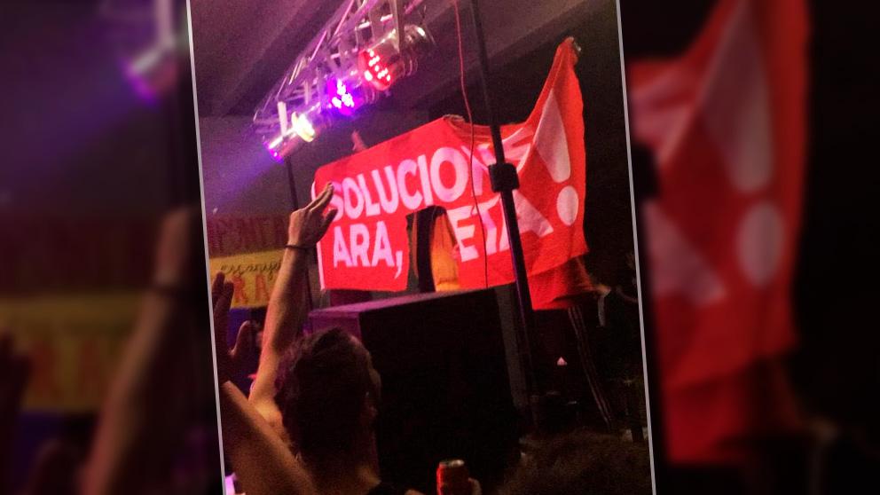 Cartel colgado en la Autónoma de Barcelona