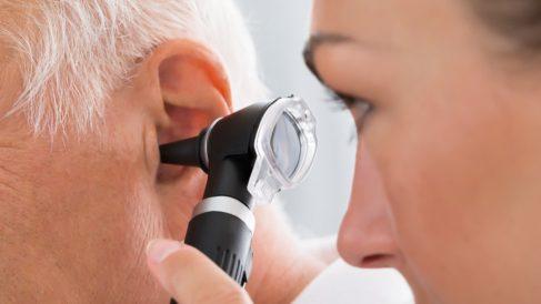 El otorrino es el especialista en enfermedades relacionadas con la nariz, la garganta y el oído.