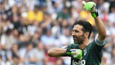 Buffon se despide de la afición de la Juventus en su último partido con la Vecchia Signora. (AFP)