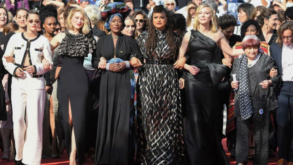 Las mujeres toiman Cannes para abanderar el feminismo. En la foto Kristen Stewart, Lea Seydoux, Khadja Nin, Ava DuVernay, Cate Blanchett, Agnes Varda y Celine Sciamma