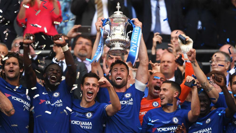 Los jugadores del Chelsea celebran la FA Cup. (Getty)