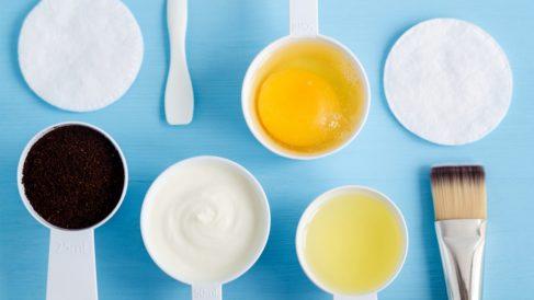 Pasos para usar la clara de huevo en la cara