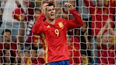 Álvaro Morata se lamenta durante un partido con España. (Getty)